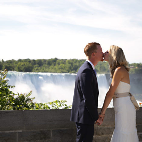 Elope in Niagara Falls, Photography By Shelly elopement photographer
